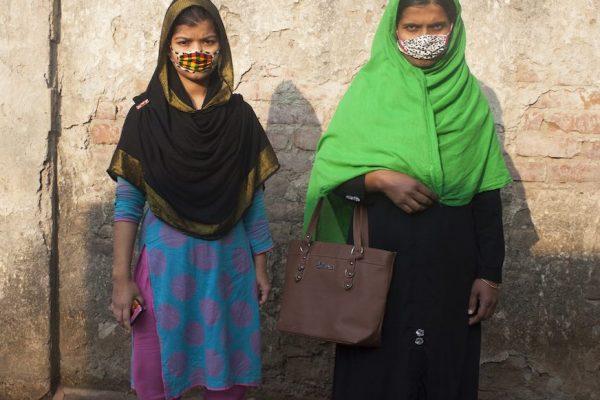 Arbeiterinnen mit Masken in Bangladesch